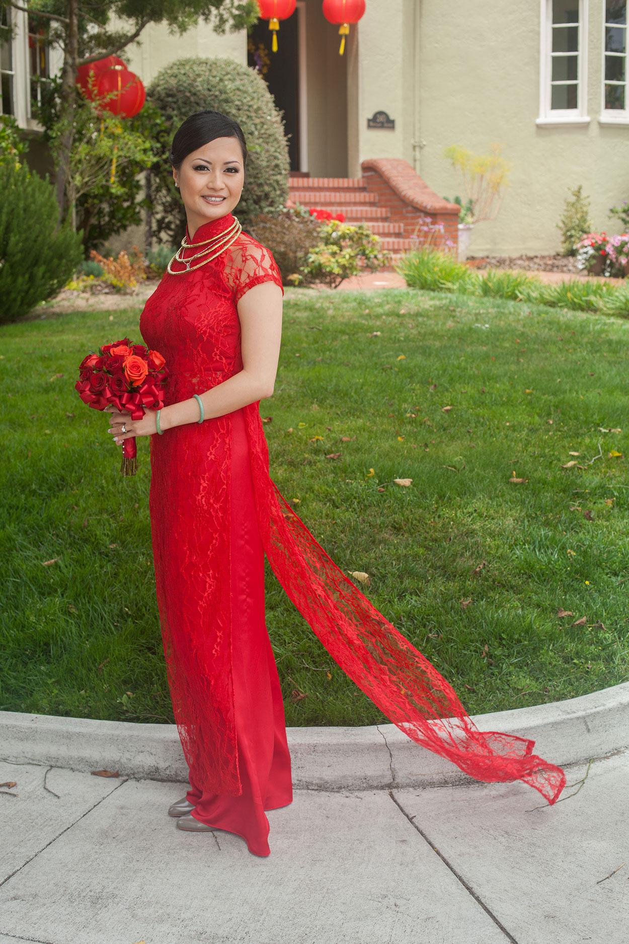Vietnamese female áo dài