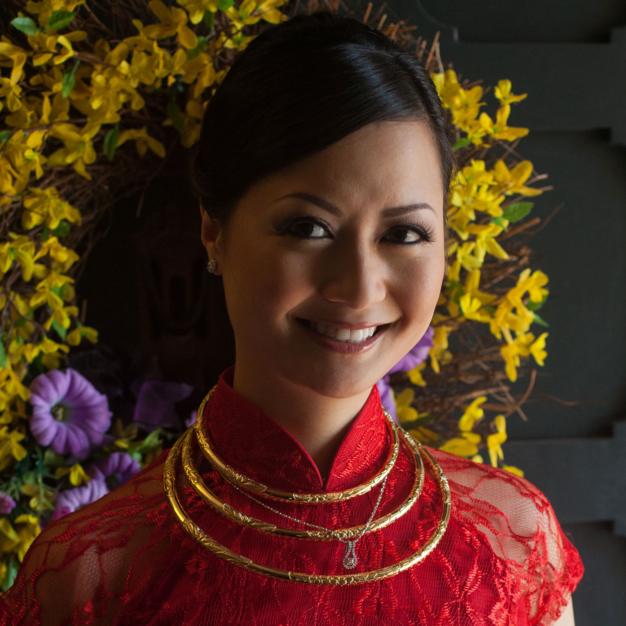 Vietnamese áo dài and jewelry (Kien)